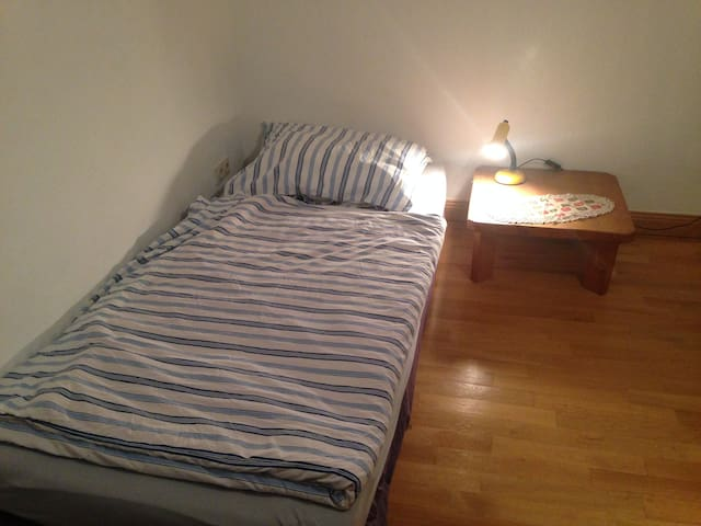 Helles ruhiges Zimmer Citynah