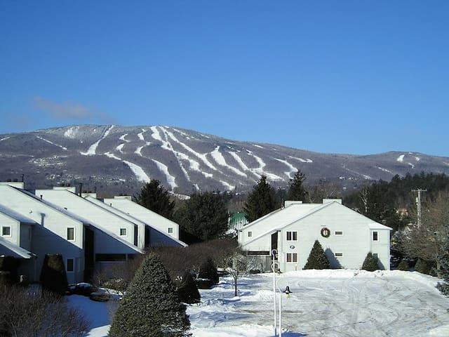 3 Bedroom Condo with views of Okemo Mountain - Ludlow - Apto. en complejo residencial