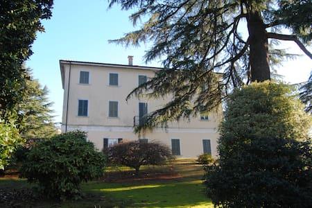 FANTASTICA VILLA NEL VERDE - Orta San Giulio - 단독주택