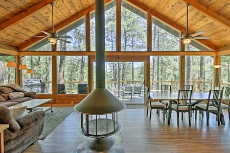 Rustic Prescott Cabin w/ Loft & 1,000-sq-ft Deck!