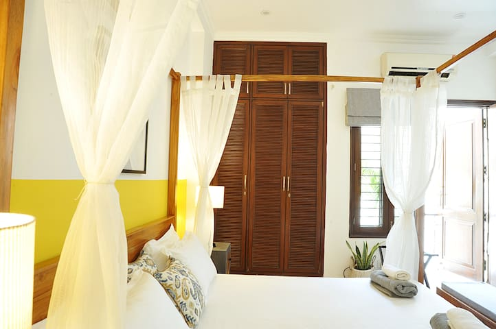 Artsy Luxurious Room In Sda Wifi Living Kitchen Houses For Rent In New Delhi Delhi India