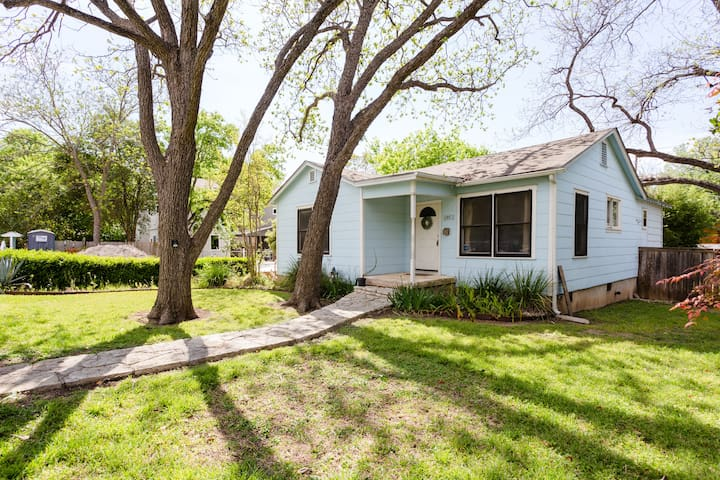 Comfy SoCo Bungalow - 5 min to DT!
