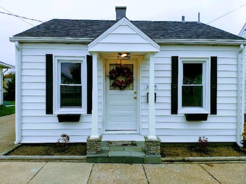 Bitty Bungalow - Curious about tiny house living?