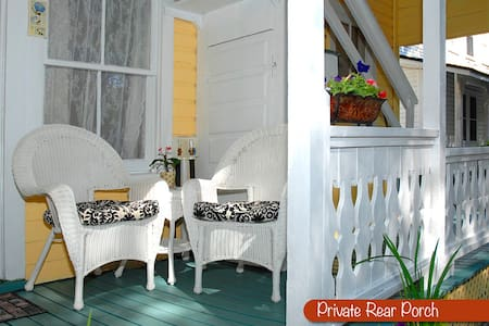 Adorable Downtown Apartment. Just park and walk. - St Augustine