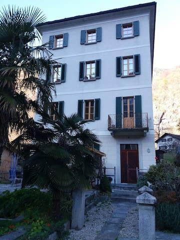 Casa Patrizia tra il lago di Como e l'Engadina