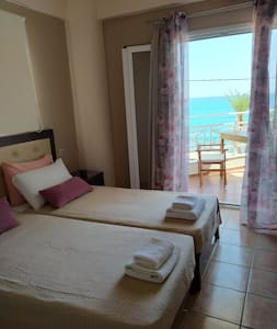 Cosy apartment with sea view 2
