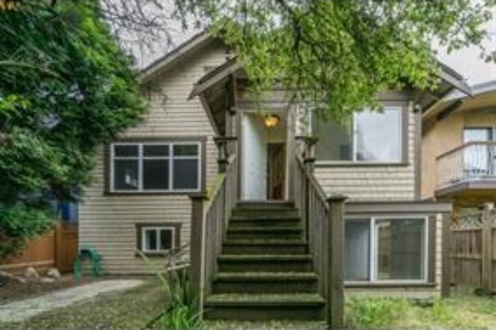 Convenient Location near The Commercial Drive