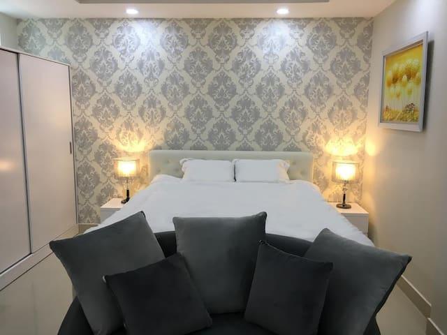 Romaney hotel apartments
