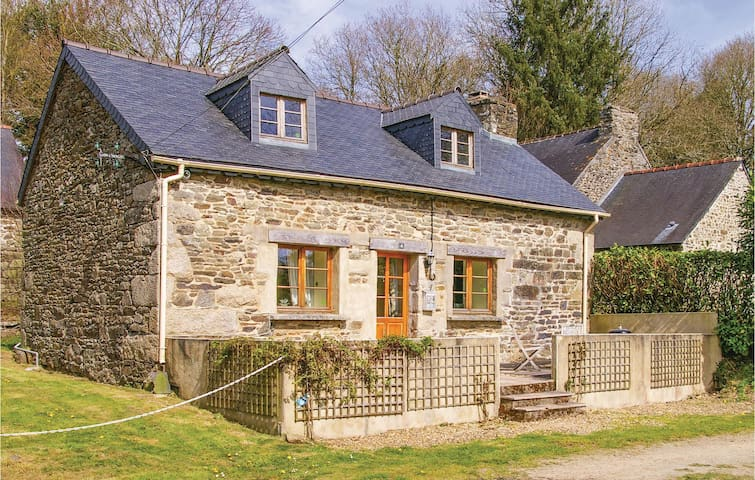 Holiday cottage with 1 bedroom on 67m² in Trebrivan