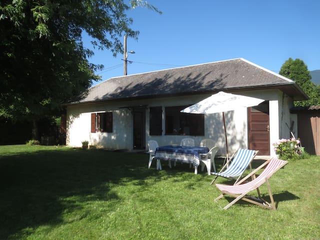 Tresserve: maison avec vue et terrain arboré