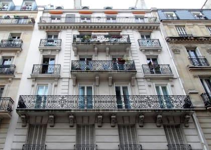 CHIC BEDROOM  OPERA PARIS 75009 FOR 1 OR 2 - París - Pis