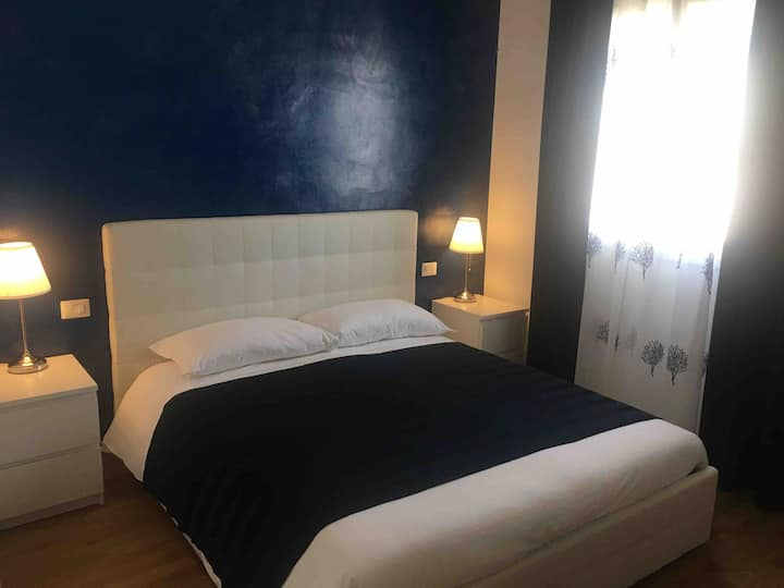 Blue Sea Rooms Cagliari Camera Blu bagno privato