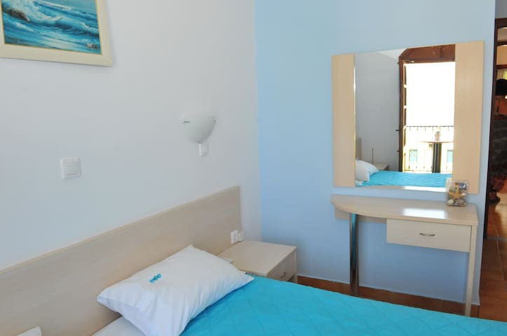 Seaview room , fully equipped with free wifi - Kalimnos - Doğa içinde pansiyon