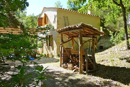 """Provencal """"cabanon"""" in the heart of nature"""
