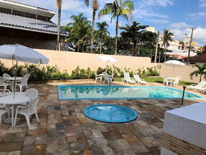 Apartamento na enseada c/ piscina e lazer-Guarujá
