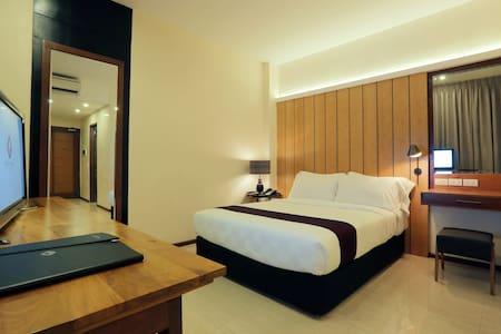 One Vittoria Hotel - Superior - Bantay