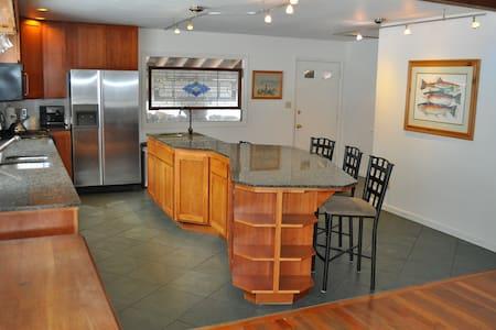 Authentic Resort Lodge Mt. Alyeska - 安克雷奇