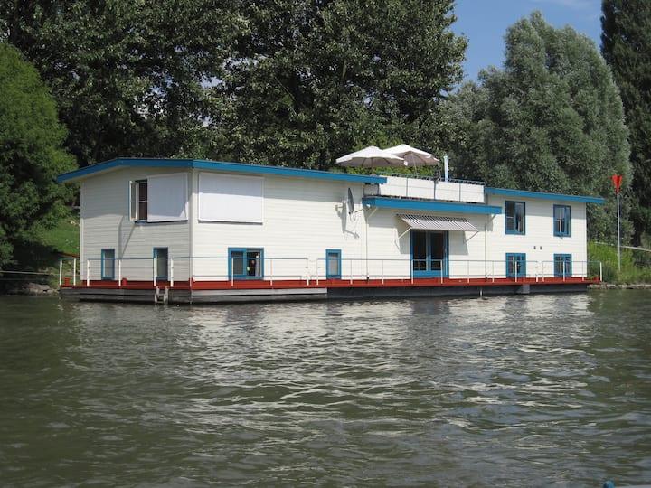 22m2 Studio houseboat Anthonia