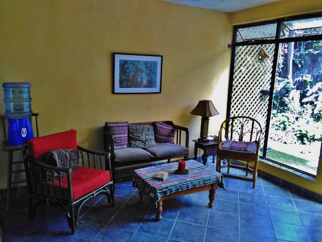 Cheery 2BD Flat w/ Tropical Garden  - Panajachel - Appartement