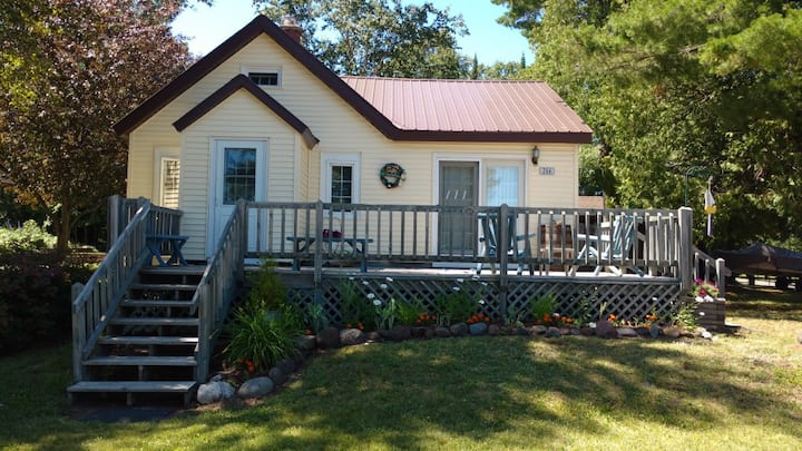 Charming Keweenaw Adventure Cottage