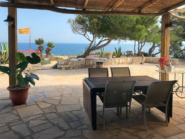 Apartment over the sea ( Garbí )