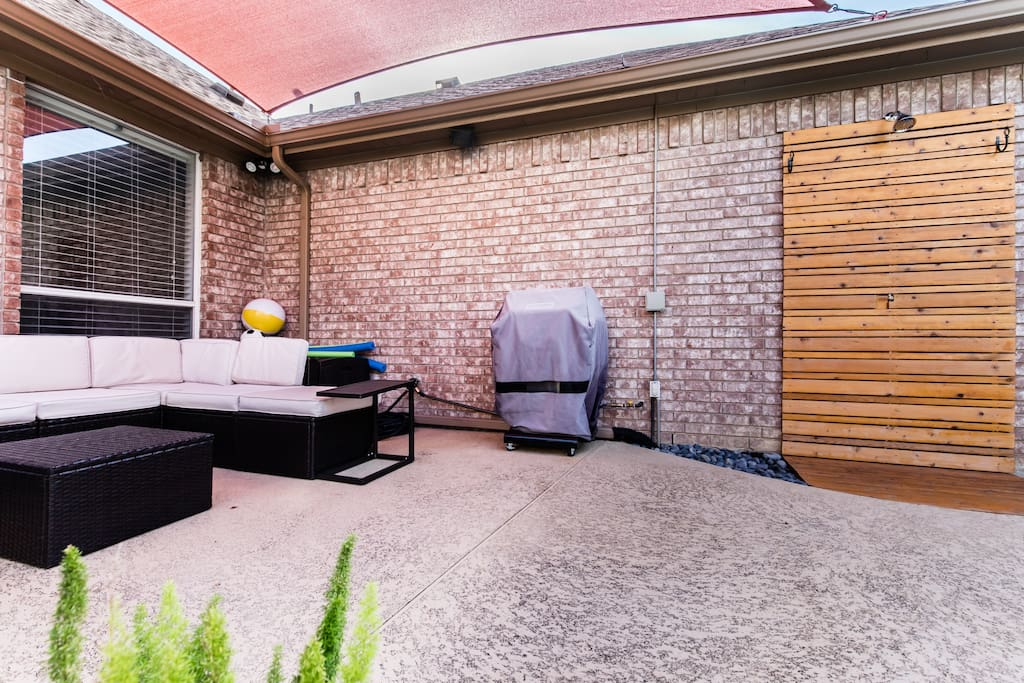 Outdoor shower, pool furniture, gas grill. The gas grill is connected to the gas line of the house, no propane is needed. Grill utensils are available