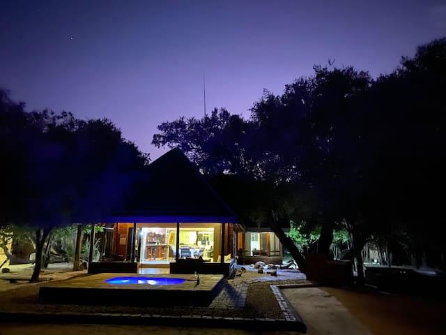Mabalingwe Bushveld retreat amongst the Big 5