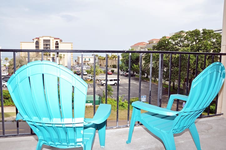 HOLIDAY TOWERS 405, OCEAN VIEW 2BR. CLOSE TO BOARDWALK, WiFi.