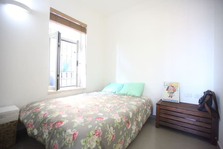 Bright room in the heart of Jerusalem