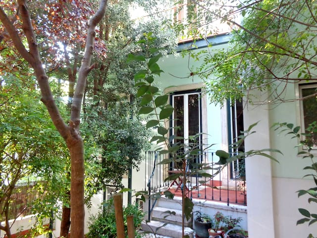 Minimalist Room in Charming House - Lisboa - Casa