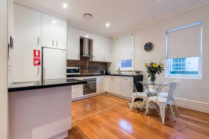 Bondi House. 2 Bedrooms, Perfect for summer - Waverley - Rumah