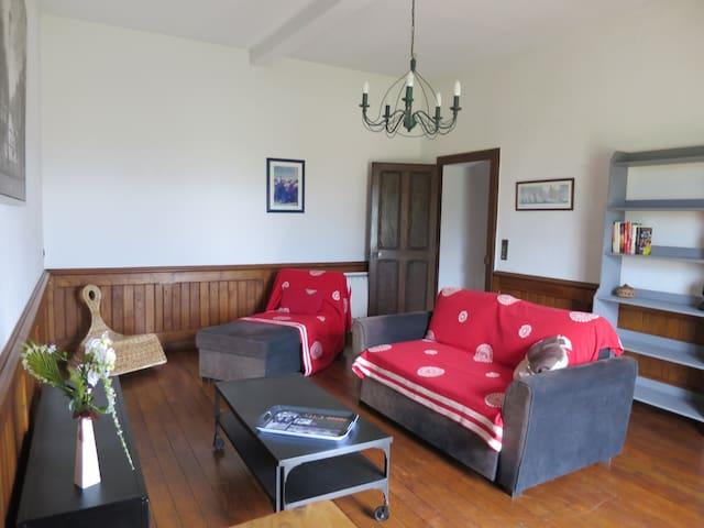 De l'espace dans une maison ancienne (3 chambres)