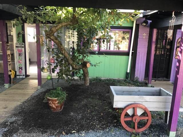 Charming Purple Cottage in Yarrow near Cultus Lake