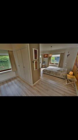 Belle grande chambre comfortable au calme