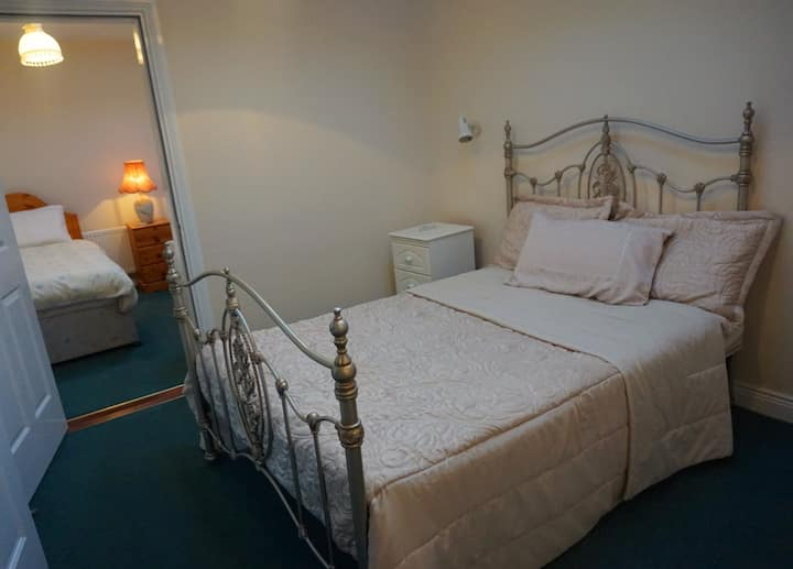 Stradbrook BnB (Adjoining rooms (Sleeps 4))