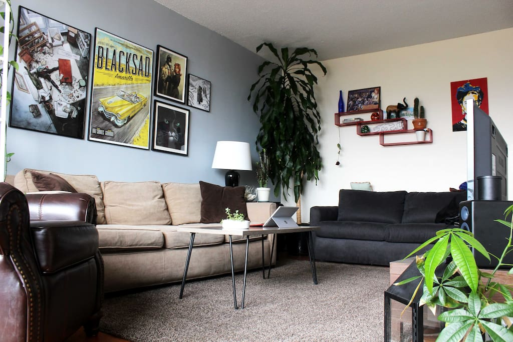 Living room with plenty of space, a TV and lots plants!