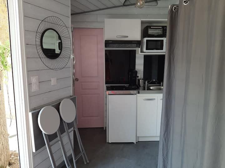 Studio de 15 m2  chez l habitant dans un jardin