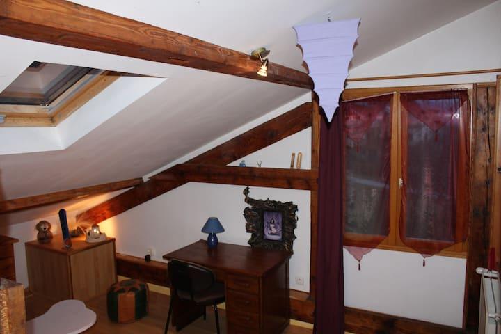 Chambre pour 2 personnes sous combles