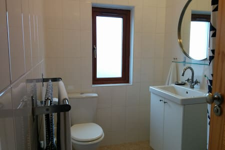 Double room, quiet area close to city centre & UCD - Dundrum - House - 2