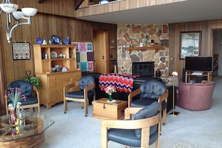 Beautiful Lakefront Cottage - Pigeon - Haus