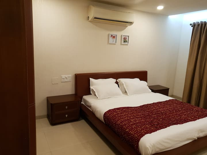 Luxurious Private Room in Malad