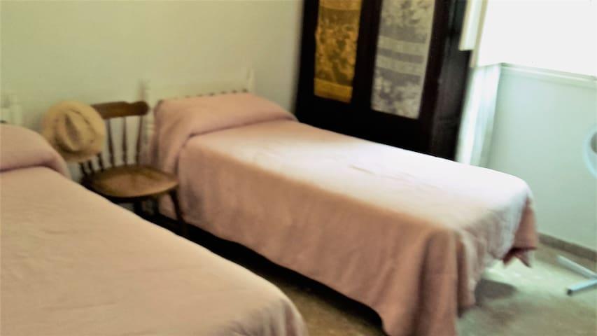 Habitación dos camas centro Sevilla Salvador 2