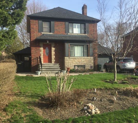 Lovely family home on the Bluffs of Lake Ontario.