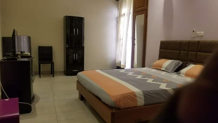 DREAMWEAVERS APARTMENTS : single bedroom.