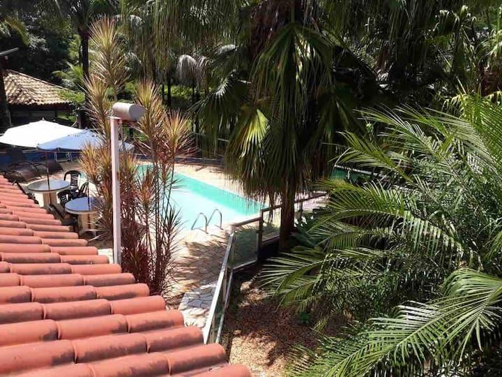 Chácara com piscina em ótima localização em Pira