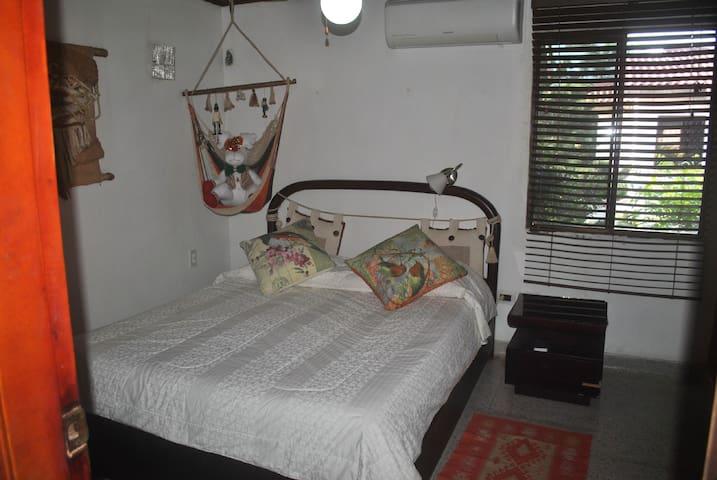 Habitación con aire acondicionado y wifi
