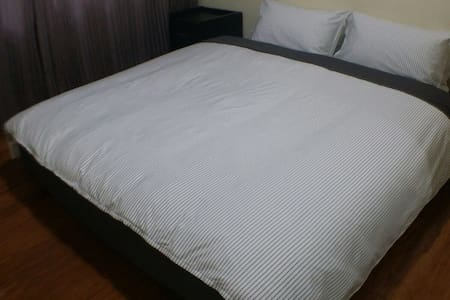King Bed Room Near CBD & Airports - Cloverdale