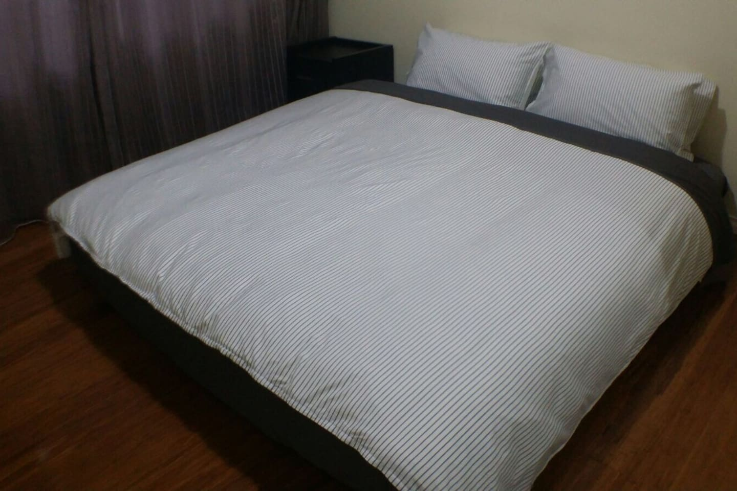 View 1: King bed
