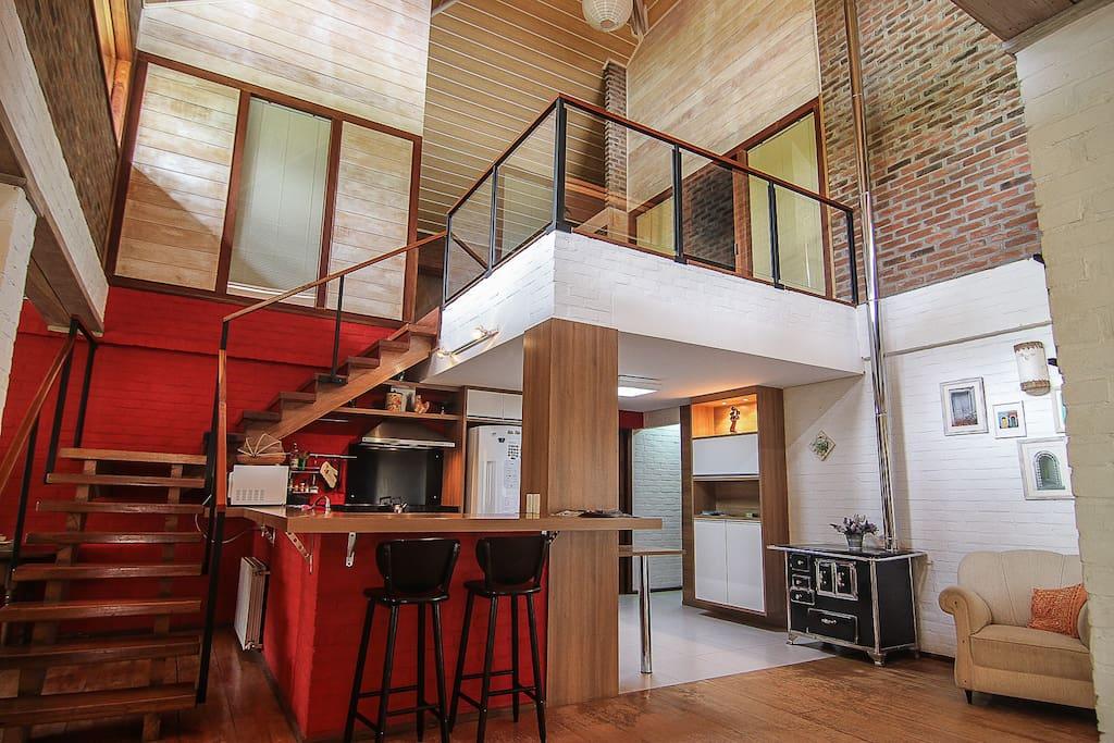 a cozinha aberta para a sala de estar e sala de jantar, nada melhor para juntar toda família