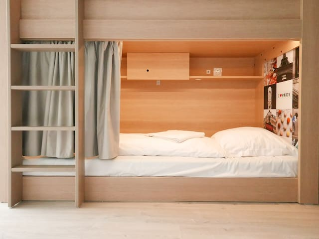 Comfortable bed in shared rooms of 8 in Paris 12e